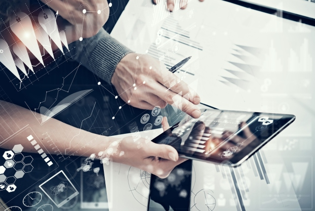 Photo female hands holding modern tablet and man touching screen